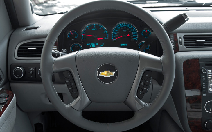 2012-chevrolet-avalanche-ltz-steering-wheel